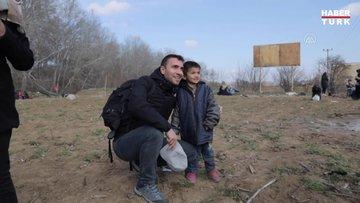 Oyuncu Ulaş Tuna Astepe düzensiz göçmenleri ziyaret etti