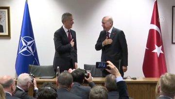 Cumhurbaşkanı Erdoğan'ın tokalaşma yerine elini göğsüne götürmesi
