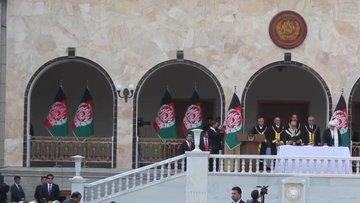 Afganistan'da aynı anda 2 farklı yemin töreni