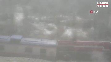 Elazığ'da heyelan nedeniyle tren raydan çıktı, facia ucuz atlatıldı
