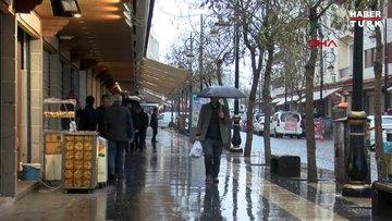 Diyarbakırlılar yağmura ve 'evde kal' çağrılarına rağmen sokaklara çıktı