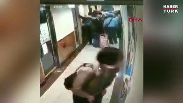 İspanya'da Çinli kadın metroda etrafa tükürdü
