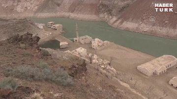 Baraj suyu çekilince eski yerleşim yeri gün yüzüne çıktı