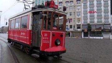 Nostaljik tramvay son seferini yapıyor
