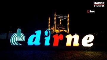 Selimiye Camii'nde 'Sorumlu ol, sağlıklı kal' mahyası