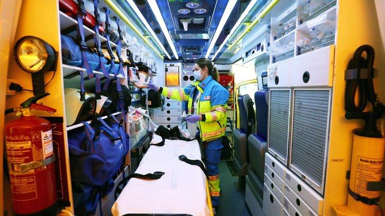 Koronavirüs: Bir ambulans ekibinin bir günü