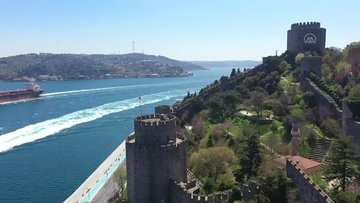 Erguvanlar, İstanbul Boğazı'nı taçlandırdı