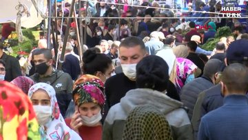 Gaziosmanpaşa'da pazarda adım atacak yer kalmadı sosyal mesafe hiçe sayıldı