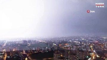 İstanbul'da geceyi aydınlatan şimşekler böyle görüntülendi