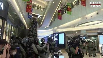 Hong Kong hükümetine alışveriş merkezlerinde protesto!