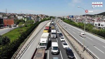 Kısıtlamanın ardından Tuzla'da İstanbul'a giriş-çıkış denetiminde uzun araç kuyruğu oluştu