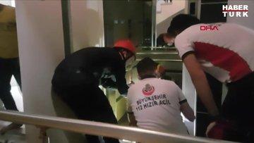 Esenyurt'ta kolu asansörle duvar arasında sıkışan 8 yaşındaki çocuk, itfaiye ekipleri tarafından duvar kurularak kurtarıldı