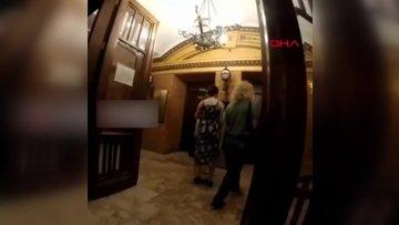 Asansöre binmek için ayağıyla tuşa bastı, sosyal medyada tepki yağdı