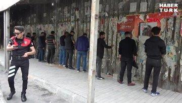 Beyoğlu'nda sokağa çıkma kısıtlamasını ihlal eden 13 kişilik arkadaş grubu polise yakalandı