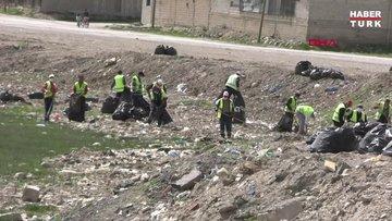 30 ton çöp toplayıp, sonra halay çektiler