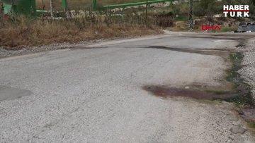 Denizli'nin Sarayköy ilçesinde karayolunun altından geçen sıcak su kaynağı, asfaltı delip gün yüzüne çıktı
