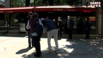 Bayramın ilk günü sokağa çıkan 65 yaş ve üstü vatandaşlar Kadıköy'de güneşin tadını çıkardılar