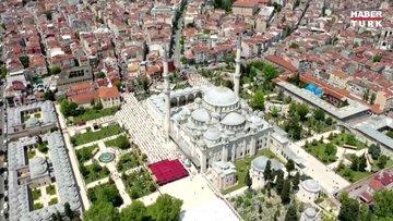 Fatih Camisinde salgın sonrası ilk kez cuma namazı kılındı