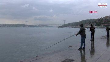 Beşiktaş'ta yağmura rağmen balık tutup yürüyüş yaptılar