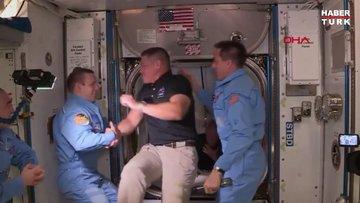 Dragon ekibi ISS ekibiyle buluştu: Uzayda tokalaşmak serbest