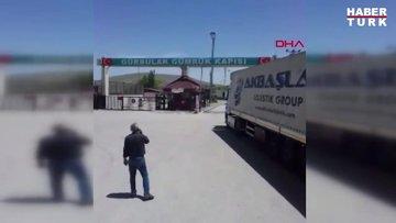 Gürbulak Sınır Kapısı'nın açılmasını halayla kutladılar