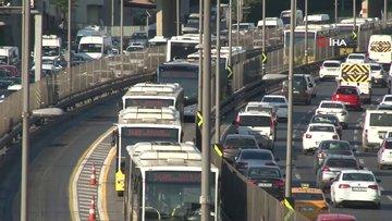 İstanbul'da trafikte ve metrobüslerde dikkat çeken yoğunluk