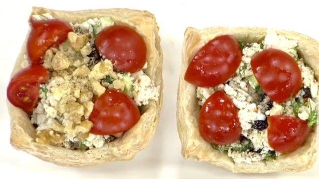 Milföy çanağında peynir salatası