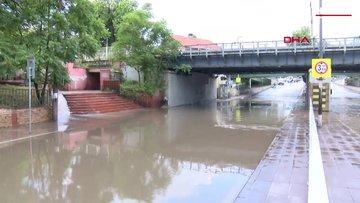 Fatih otel ve iş yerlerini su bastı