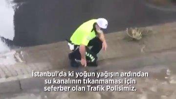 Trafik polisinin gönülleri fetheden görüntüsü!