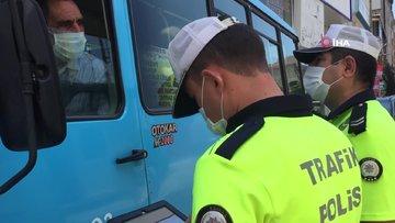 Maskesiz minibüse bindiler, polisi görünce yüzlerini gizleseler de cezadan kaçamadılar