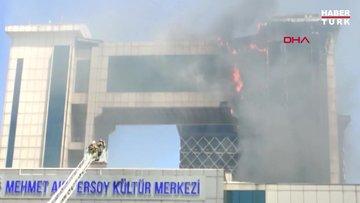Bayrampaşa'da bir kültür merkezinde yangın çıktı.