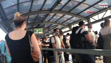 Metrobüslerde sosyal mesafesiz yolculuk