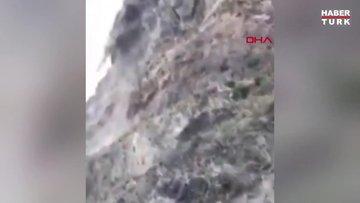ABD'de 12 tonluk dev kaya otoyola düştü