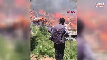 Yusufeli'nde ahşap evde çıkan yangın, diğer evlere sıçradı