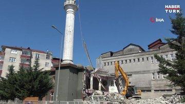 Kıblesi 18 derece yanlış olan cami 64 yıl sonra yıkıldı