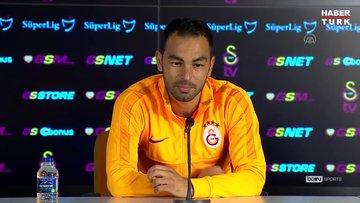 Galatasaraylı futbolcu Selçuk İnan, profesyonel kariyerini sonlandırdığını açıkladı