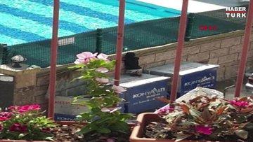 Havuzdaki çocukları izleyen kağıt toplayıcı çocuk, kardeşleriyle havuza götürüldü