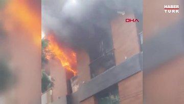 Beyoğlu'nda dört katlı binada yangın çıktı
