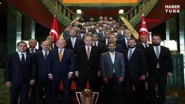 Cumhurbaşkanı Erdoğan, şampiyon Medipol Başakşehir'i kabul etti
