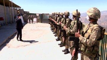 Milli Savunma Bakanı Akar ve komutanlar Irak sınır hattındaki birlikleri denetliyor