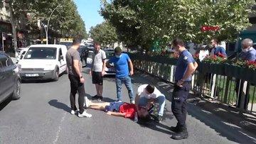 Sultangazi'de bayılan kişiye polis ve askerden yardım eli