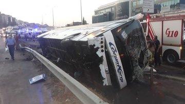 İstanbul'da yolcu otobüsü devrildi: Çok sayıda yaralı var