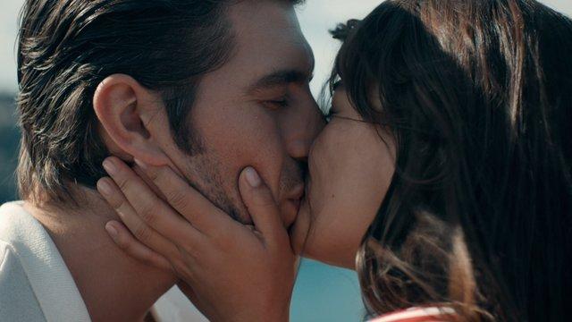 Azer, Karaca'ya evlenme teklif ediyor!