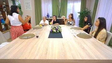 Zeliha Hanım tartışmalara dayanamayıp masayı terk etti!