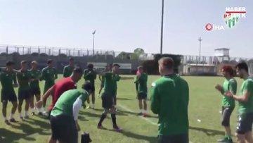 Bursasporlu futbolcular antrenman sonrası dans etti