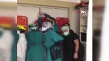 Acil serviste dehşete düşüren görüntü... Hayatını kaybeden kişinin yakınları hastaneyi bastı, sağlık çalışanları sedyeyle korunmaya çalıştı