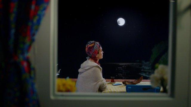 Yıldız Kadıoğlu / Bir Ay Doğar İlk Akşamdan Geceden