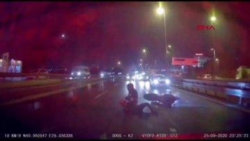 İstanbul-Bahçelievler'de otomobile çarpan motosiklettekiler ölümden döndü