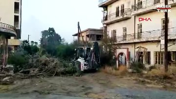 """KKTC """"Hayalet Şehir"""" Kapalı Maraş' ta iş makinalarıyla temizlik çalışması başladı"""