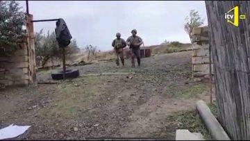 """Ermeni yaşlı kadından Azerbaycan askerine: """"Evinize hoşgeldiniz!"""""""